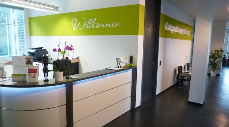 Physiotherapie Stuttgart - Empfangsbereich der Praxis Benjamin Schwank